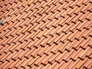 Que teja resiste más, ¿de hormigón o cerámica?